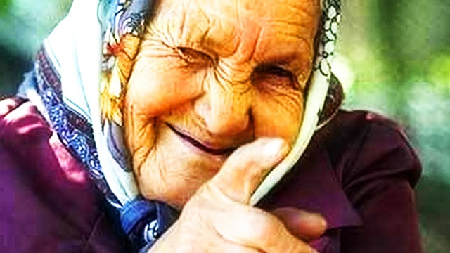Бабушка в бандане