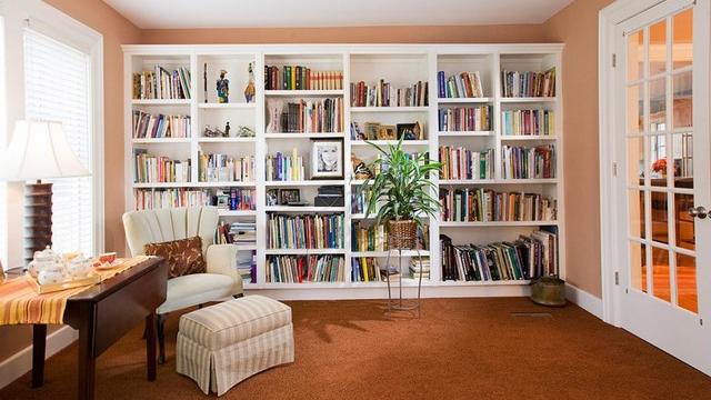 Книги в домашней обстановке